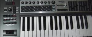 MIDIキーボードって持ってると何が出来るの?選ぶポイントって何?