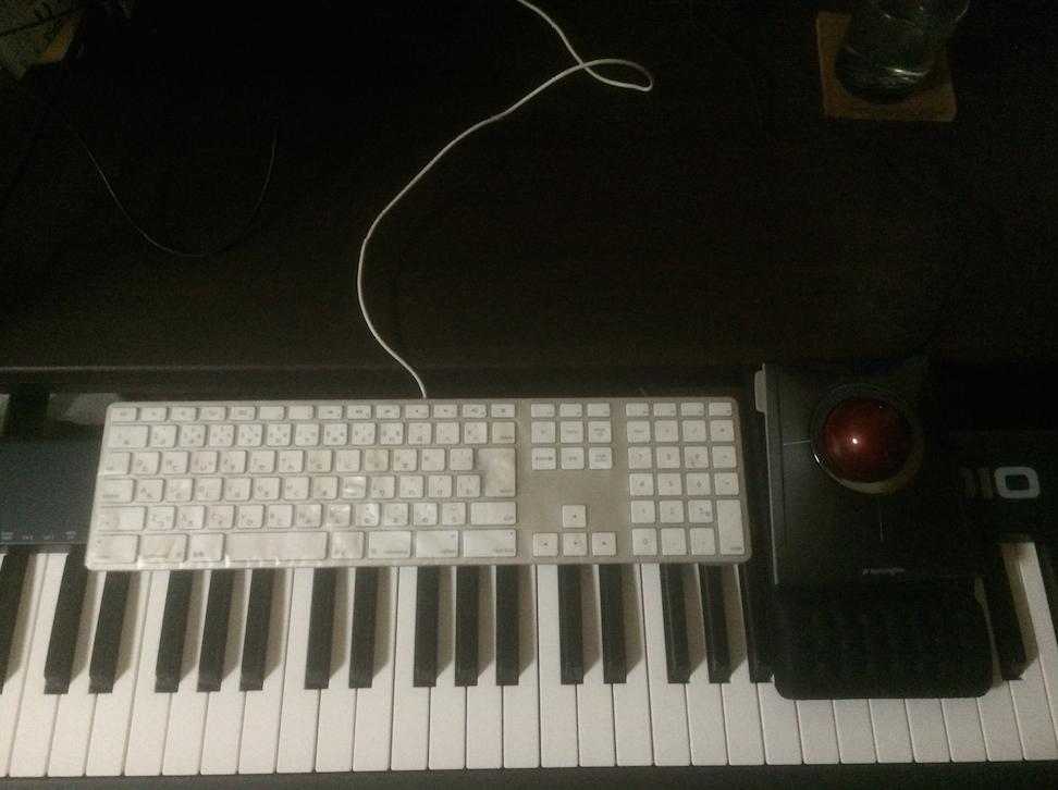 Keystation88を買って困ったこと。トラックボールが遠い。